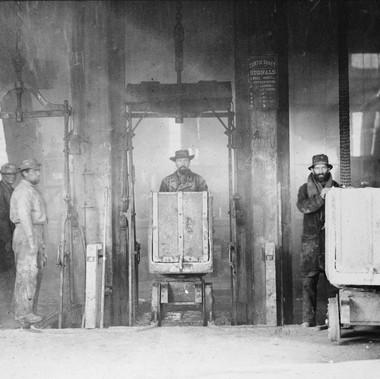 Carrelli in uscita, miniera di Comstock  Virginia City, Nevada 1867/18680 Foto di Timothy H. O'Sullivan Courtesy National Archives