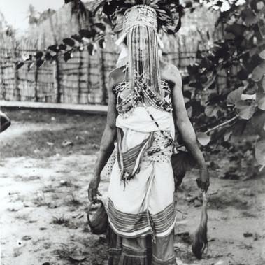 Donna in costume da cerimonia (?)