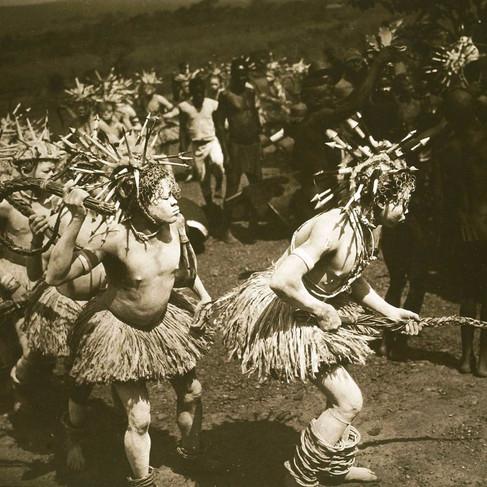 Indigeni Bambari in costume per la Gan'za  (festa della circoncisione)