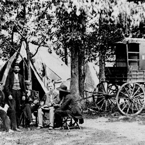 Il carro del New York Herald Tribune con alcuni giornalisti inviati sui campi di battaglia