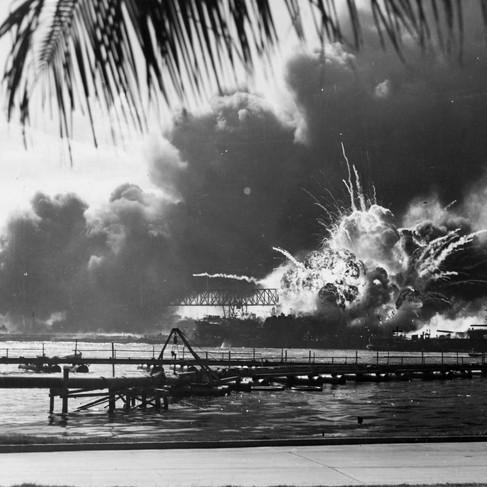 L'incendio della USS Arizona durante la seconda ondata di attacco giapponese