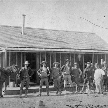 Cowboys della Aztec & Cattle Company  Holbrook, Territorio dell'Arizona  1877 Foto di E. A. Ames Courtesy National Archives