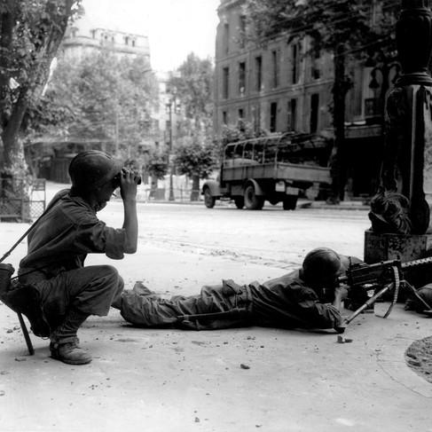 Soldati di fanteria dell'esercito della Francia Libera durante i combattimenti per la liberazione della città di Marsiglia