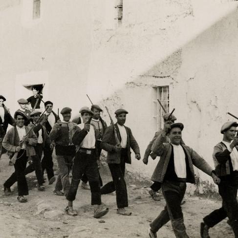 L'ingresso dei miliziani repubblicani in un villaggio