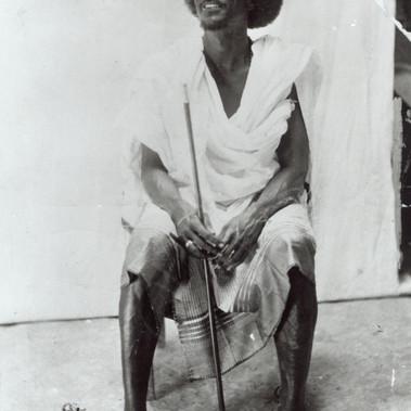 """""""Sceik Ali Achmei Abti Nur, stipendiato dal governo, possiede 15-20 schiavi, 2-3 mogli e diverse case […] capo dei Bantabò di […]"""""""