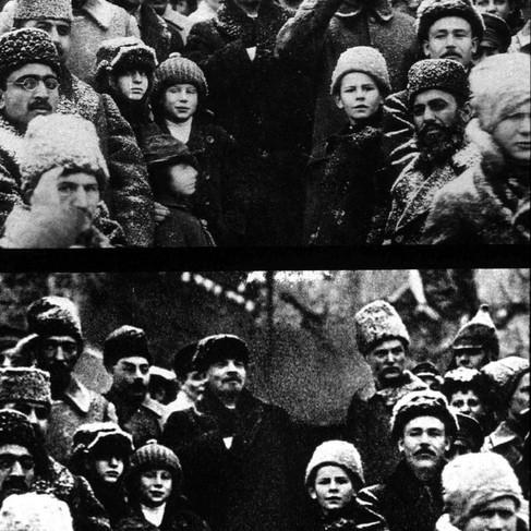 Nella foto in alto Lev Kamenev, Lenin (Vladimir Ilyich Ulyanov) e Leo Trotsky nel terzo anniversario della Rivoluzione d'Ottobre, il 7 novembre del 1920