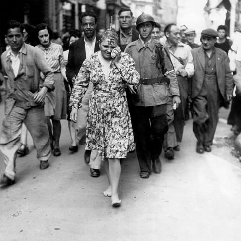 Umiliazione pubblica di una donna punita per aver collaborato o aver avuto relazioni sessuali o sentimentali con i tedeschi