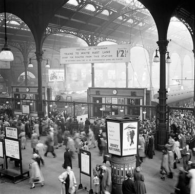 Ora di punta alla mattina presto alla stazione di Liverpool Street