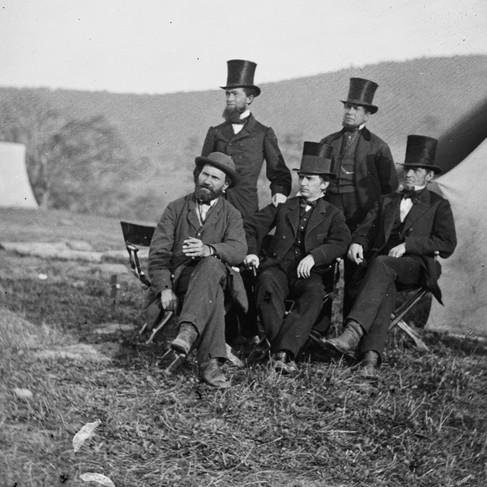 Il Maggiore Allan Pinkerton, del Dipartimento dei Servizi Segreti, con alcuni amici nelle vicinanze di Antietam