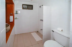 Baño Garden View Suite