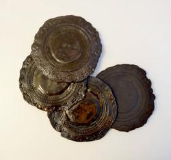 Assiettes dentelles grès noir