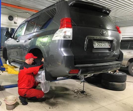 Обработка антикоррозийным составом днища автомобиля