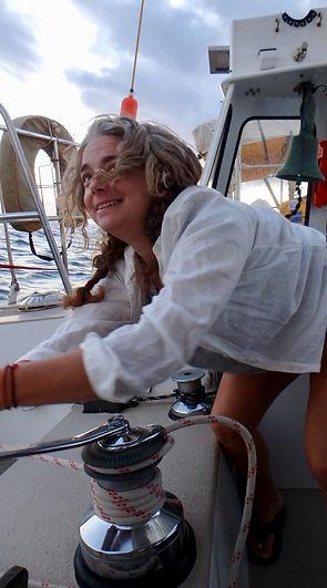 women sailing - teach2sail