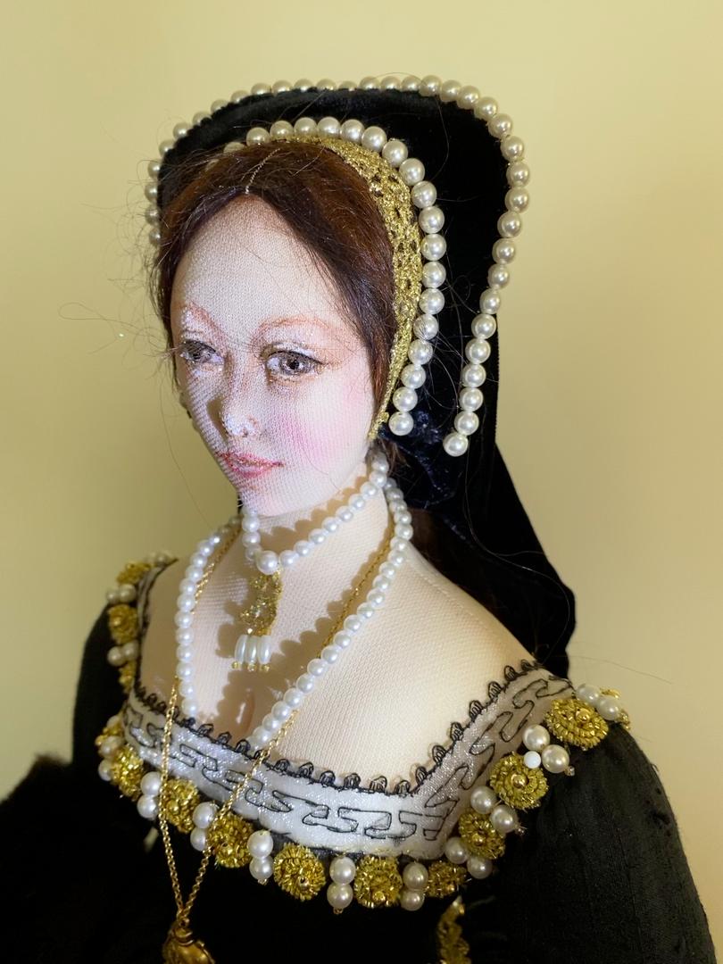 Anne Boleyn side