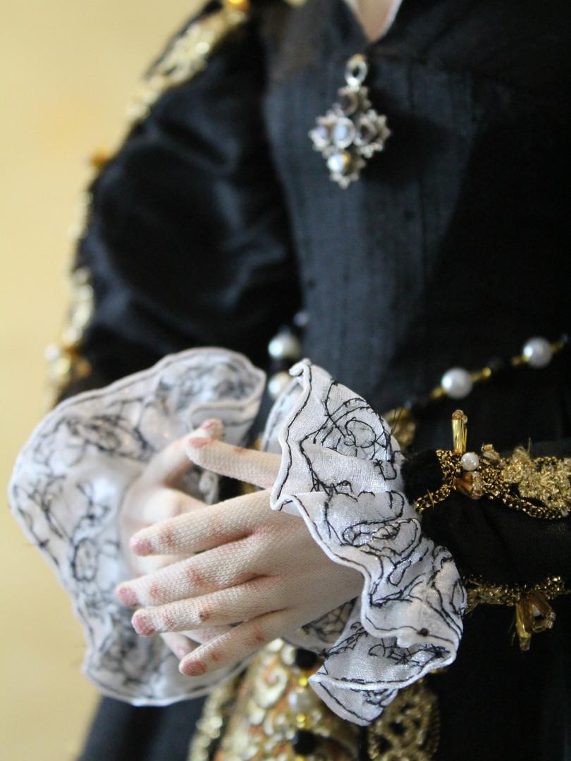 Anne Boleyn hands