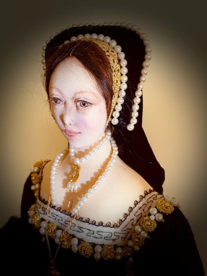 Anne Boleyn head & shoulders right