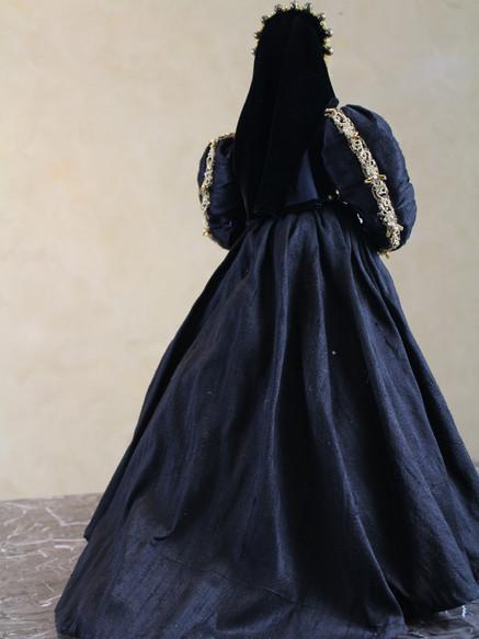Anne Boleyn back