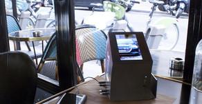 DooH it une borne de rechargement intelligente pour les lieux publics, le retail et les agences d'as