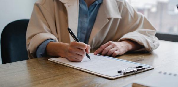 Solicitar acogerse a un ERE es compatible con la prestación por desempleo