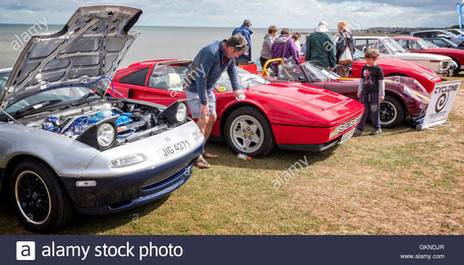 cars-on-display-at-whitstable-classic-mo