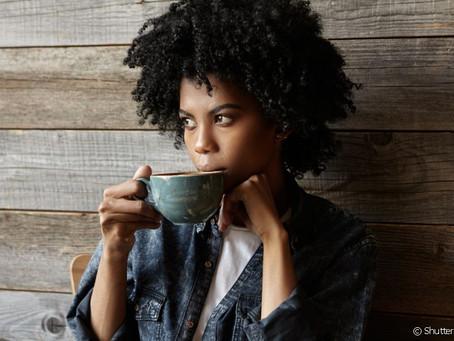 CAFÉ MANCHA OS DENTES: MITO OU VERDADE? ESPECIALISTA ESCLARECE