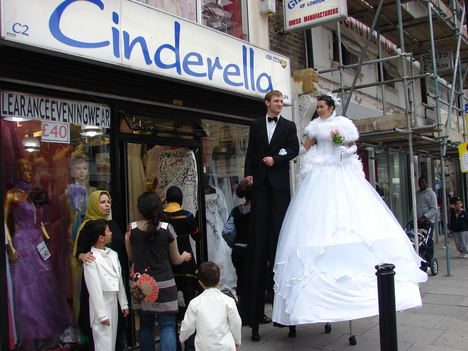 Stiltwalkers - Bride & Groom