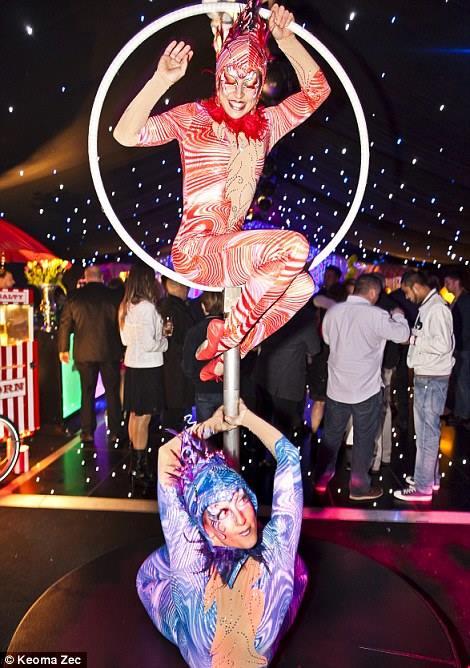 La Luna Cirque Style