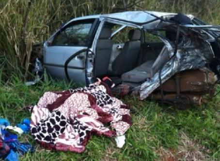 Duas mulheres morrem em acidente entre carro e carreta na BR-272