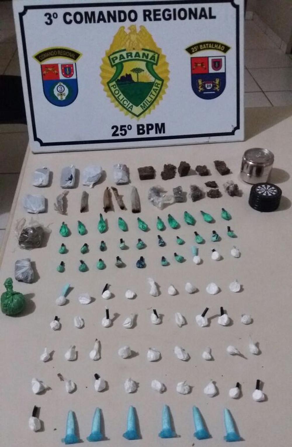 Policia Militar apreende sete jovens após denúncia de consumo de drogas ilícitas por menores de idade.
