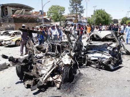 Atentado em Cabul mata pelo menos 80 e fere 350