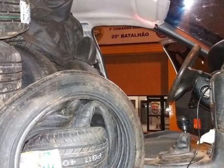 Motorista é preso com 80 pneus contrabandeados do Paraguai dentro de carro na Capital da Amizade