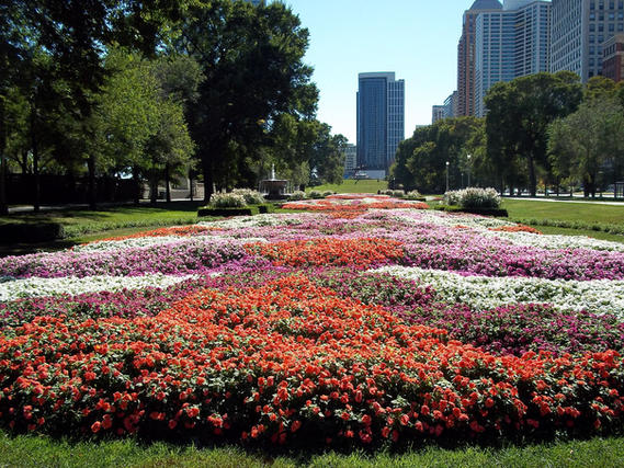 Grant_Park_Chicago_garden_near_9th_Stree