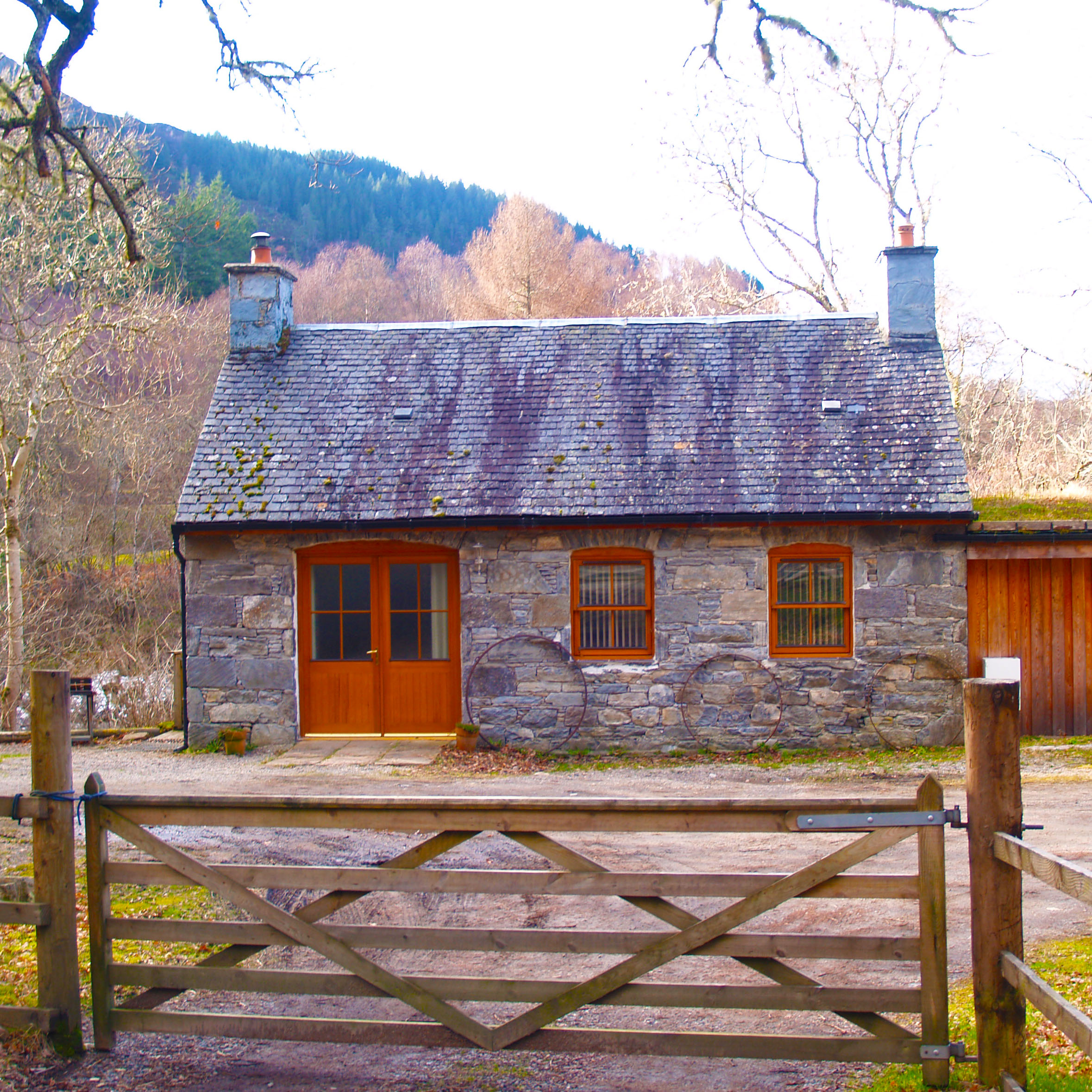 Loch Ness - village hut