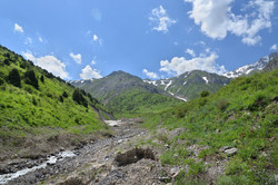 Ulken-Kaindy stream valley