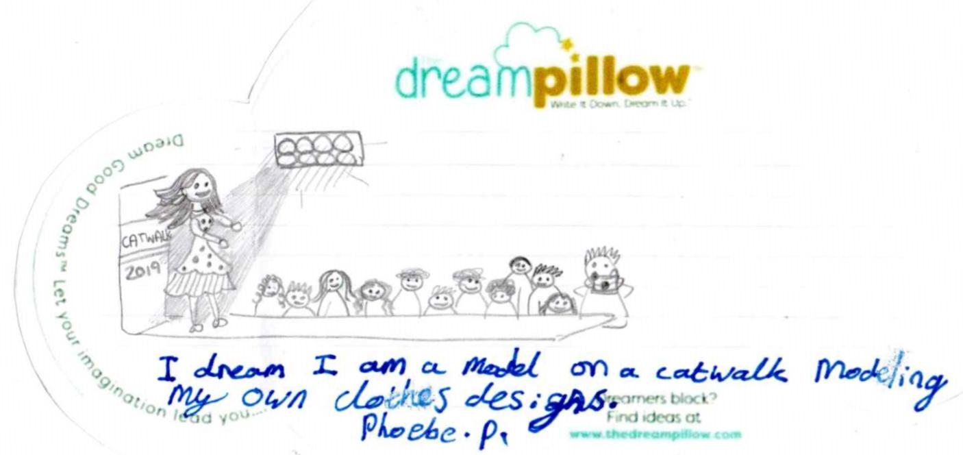 Phoebe (10 ans) a fait un dessin la représentant pendant un défilé de mode avec les vêtements qu'elle a imaginé.
