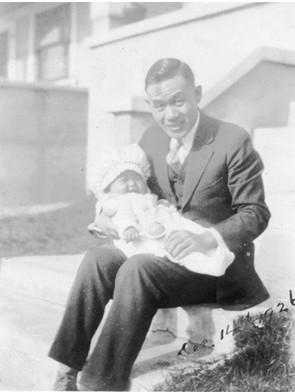 父源吉さんと生後29週の明子さん(1926年12月14日 ロサンゼルス自宅)