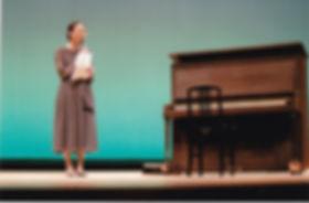 「明子さんのピアノ」(Akiko's Piano)前で