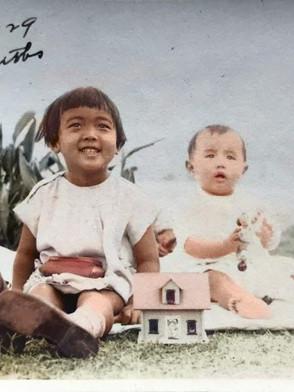 弟の信彦さんと(1929年12月25日 ロサンゼルス)