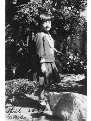 女学院付属小学校1年の明子さん(1933年4月 大河自宅?)