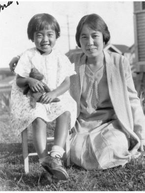 母シヅ子さんと4歳の明子さん(1931年 ロサンゼルス)