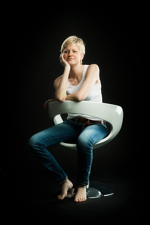 portrait farbe schwarz stuhl.jpg