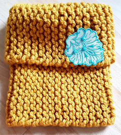 Wool scarf with applique