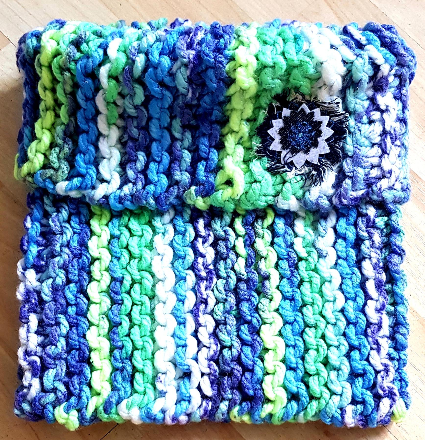Cuello circular de lana con aplique