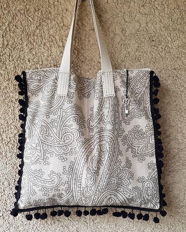 Bolsa con zipper y asas