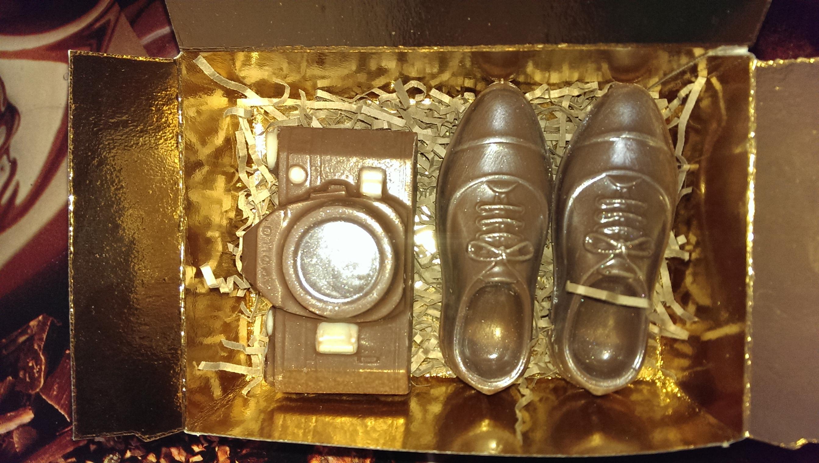 набор -фотоаппарт и ботинки