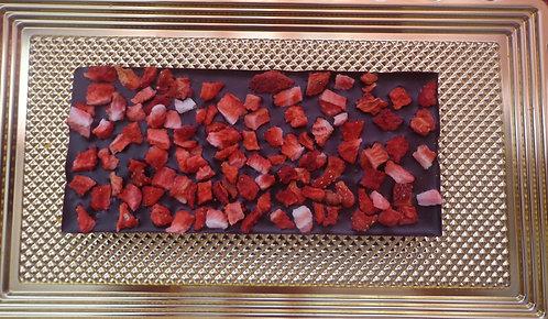 Шоколадная плитка с клубникой