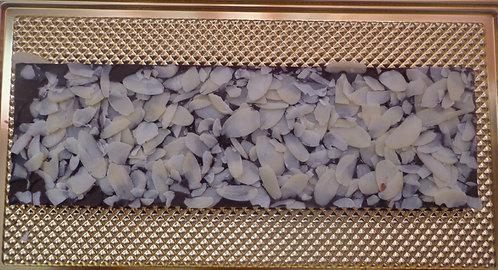 Шоколадная плитка с миндальными лепестками