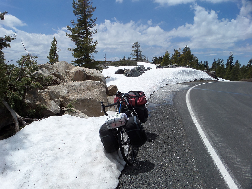 Snow on the Alpine Highway(4)