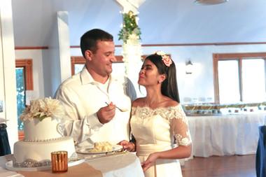 wedding-cake-yum-cakecutting.jpg