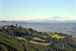 Panorama del borgo medievale di Montecastelli Pisano